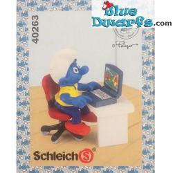 40263:  Smurf with laptop (Super Smurf/ MIB)