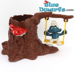 53040: Smurf on swing in tree