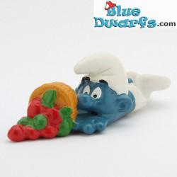 20161: Clumsy Smurf with fruit
