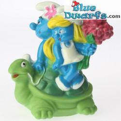 Smurf met schildpad *Snoepdop* (BIP Holland, +/- 8cm)