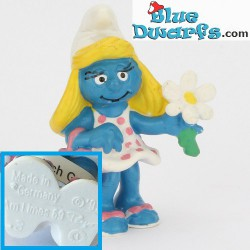 20421: Smurfette with flower