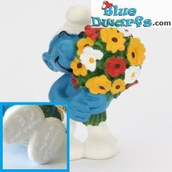 20469: Smurf with flowers (matt variant, 2001)