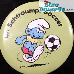 """Smurf button: """"Un schtroumpf soccer"""" (+/- 5cm)"""