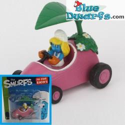 Smurfette in car *Diecast racer* (+/- 3.5 x1.6 x 4.3 cm)