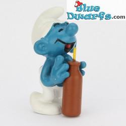 20057: Thirsty Smurf *brown bottle*