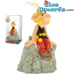 Asterix en Obelix: Asterix zit op steen spaarpot (Plastoy,+/- 8x6x14cm)