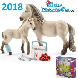 Schleich Horses: Horse Club Hannah's first-aid kit (42430)