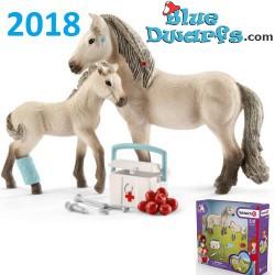 Schleich Horses: Horse Club Hannah's first-aid kit (42430)