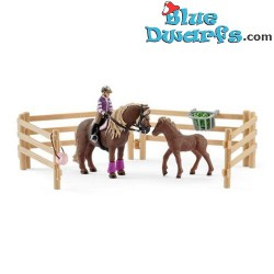 Schleich Horses: Horse Club Horse stall with Arab horses and groom (42369/ 2018)