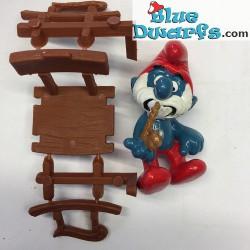 40228: Grote Smurf in schommelstoel (Supersmurf)
