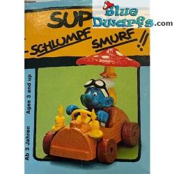 40232: Smurf in treetrunk...