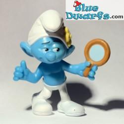 IJdele Smurf met spiegel...