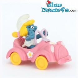 40241: Smurfette in car...