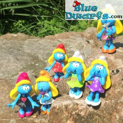 Smurfette with black dress *Plastic* (Goldie Marketing, +/- 15 cm)