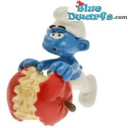pixi06441: Smurf with apple (2012)