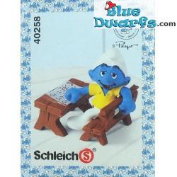 40258: Talking at School desk Smurf