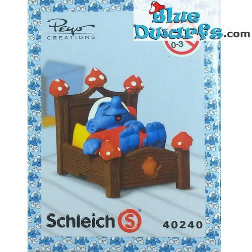 40240: Smurf in bed