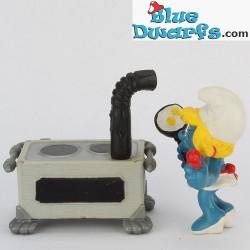 40238: Kitchen, Smurfette in
