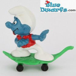 40204: Skateboard Smurf