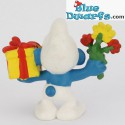 20040: Gift Smurf with present and flowers