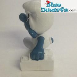 20054: First-Aid Smurf (WHITE BOX)
